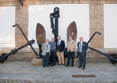 Los tres representantes de la fundación SAT con Ángel Jove y Manuel Arenas en la exposición de áncoras del patio de Ferreirías