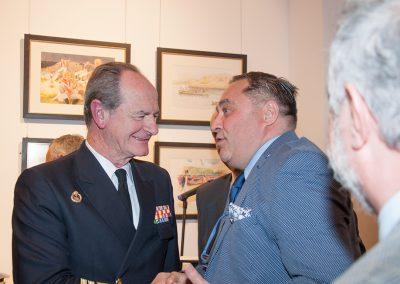 Ramón Tudela saluda al Almirante Romero Caramelo