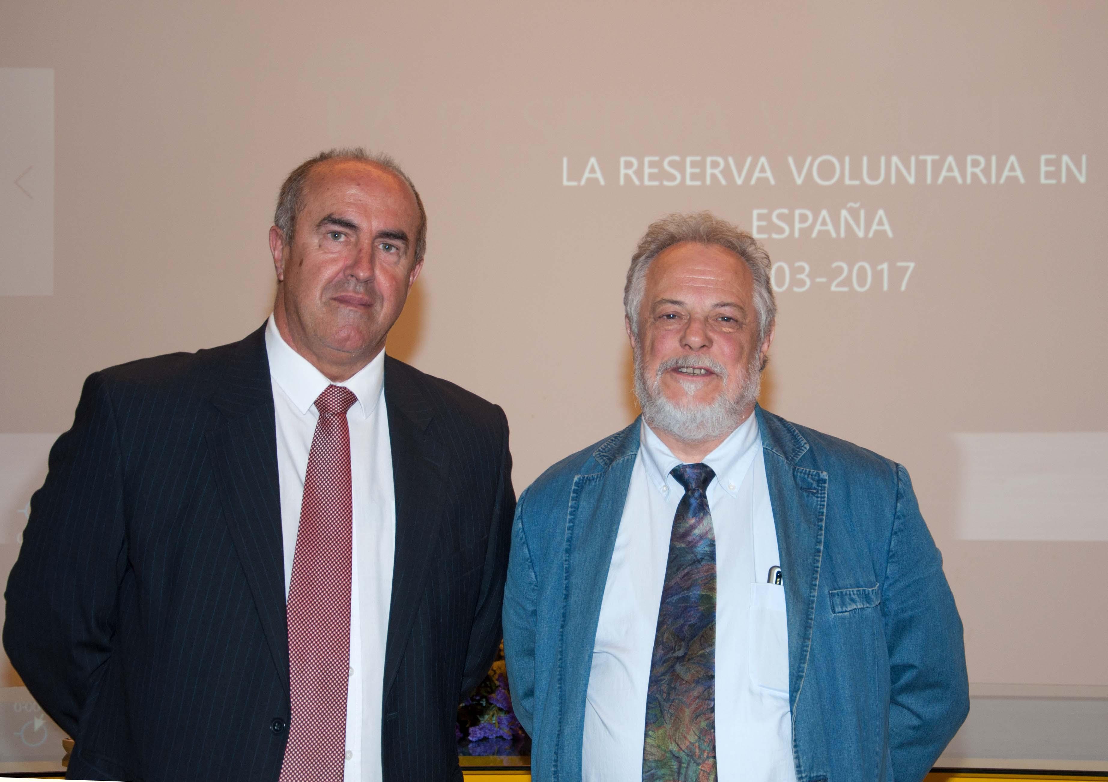 Pedro X. Blanco con un organizador