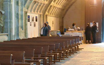 A exposición fotográfica sobre Santo André  de Teixido chega ao Mosteiro de Monfero